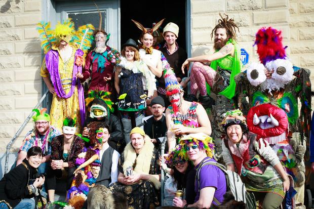 Il gruppo di creativi che gravitava intorno al costume lab e alla chiesa sconsacrata. Foto: Gisella Sorrentino