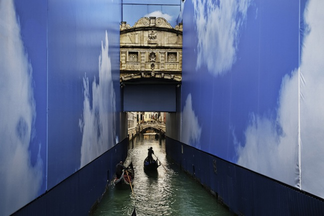 "Steve McCurry, ""Gondole in un canale"", Venezia, marzo 2011 © Steve McCurry"