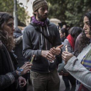 Una recente manifestazione in ricordo di Giulio Regeni davanti all'ambasciata italiana al Cairo, (Ph. Oliver Weiken, Epa/Ansa)