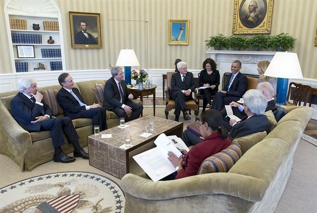 Mattarella e Obama con il Ministro degli esteri, Paolo Gentiloni, e il Vice Presidente USA, Joe Biden, allo Studio Ovale (Ph: Quirinale)