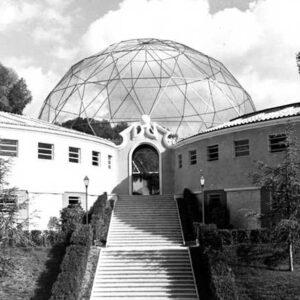 La voliera di Raffaele De Vico in una foto d'epoca