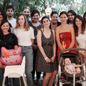Foto di gruppo con i collaboratori di Nuok