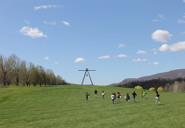 Mark di Suvero, Pyramidian, 1987/1998.  Gift of the Ralph E. Ogden Foundation.  Photograph by Jerry L. Thompson.