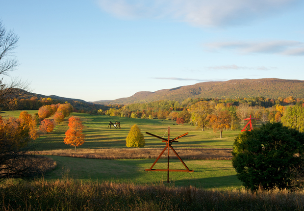 View of the South Fields, all works by Mark di Suvero. Photograph by Jerry L. Thompson Liberman – Iliad: AlexanderLiberman  Iliad, 1974-76 Painted steel. Gift of the Ralph E. Ogden Foundation, Inc. ©The AlexanderLiberman Trust. Photograph by Jerry L. Thompson.