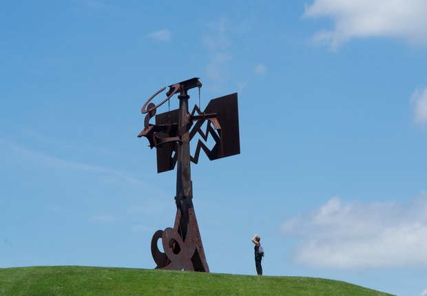 Mark di Suvero,Frog Legs, 2002.  Lent by the artist and Spacetime, C.C., New York. Photograph by Jerry L. Thompson.