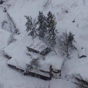 terremoto neve rigopiano abruzzo