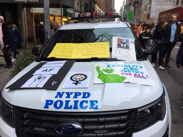 women-march-ny-police