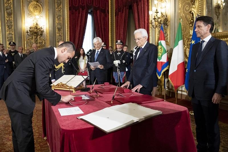 Il ministro del Lavoro Luigi Di Maio giura davanti al presidente della Repubblica Sergio Mattarella
