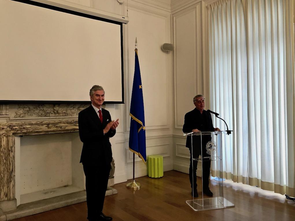 Il Console Genuardi applaude Stefano Boeri.