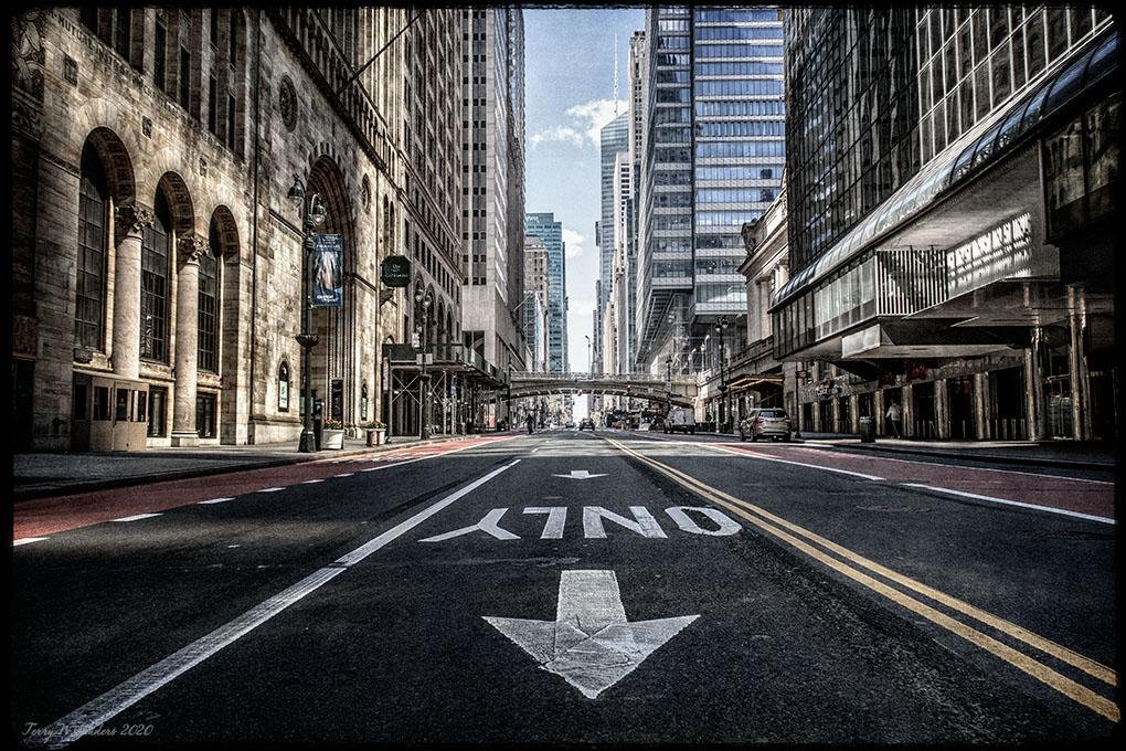 42nd St, New York, all'inizio del lockdown, 11 aprile 2020 (foto di Terry Sanders)