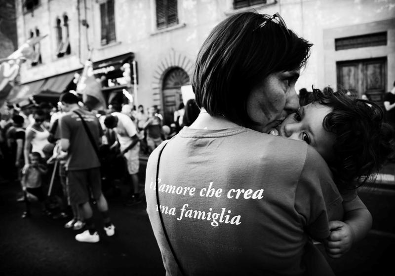 Chiara con Anna durante il Toscana Pride (Pisa 2019)