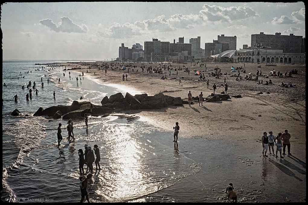 La spiaggia di Coney Island, New York, nel mese di agosto (Foto di Terry W. Sanders)