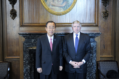 Il Segretario Generale dell'ONU Ban Ki-moon con il Presidente della Columbia University Lee Bollinger (UN Photo/Evan Schneider)