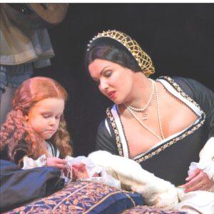 Nella foto, Anna Netrebko nell'«Anna Bolena» di Donizetti (© Courtesy of Metropolitan Opera House)