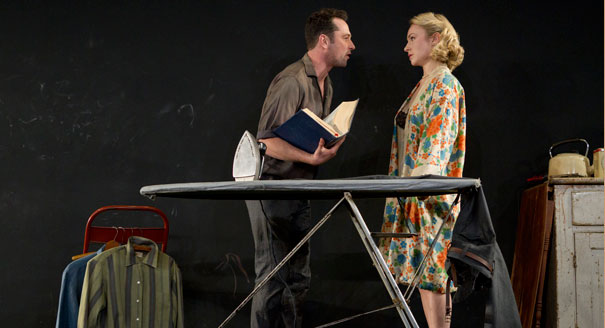 "Nella foto, Sarah Goldberg con Matthew Rhys in ""Look Back in Anger"" di John Osborne"