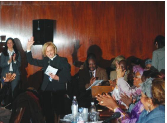 La Sen. Emma Bonino con le ministre africane all'Onu [foto, Stefano Marrella]