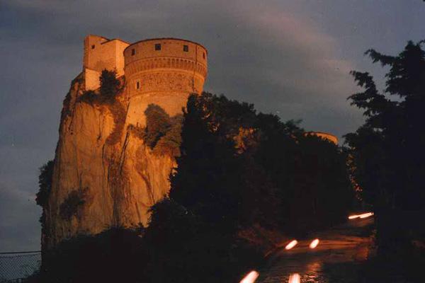 In foto, la rocca medievale di San Leo