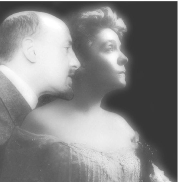 Nella foto, Gabriele d'Annunzio con Eleonora Duse