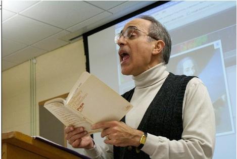 Il Prof. Anthony Di Renzo durante una lezione
