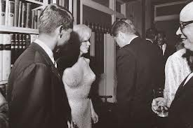 Marilyn Monroe con John e Robert Kennedy a New York il 29 maggio 1962