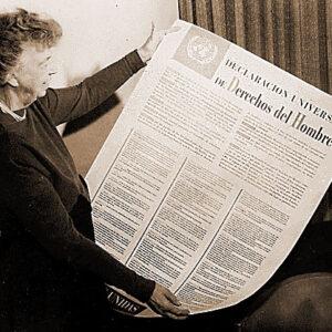 Eleanor Roosevelt mostra la Carta universale dei diritti umani
