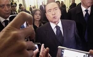 Il leader del Pdl, Silvio Berlusconi, in tribunale a Milano risponde alle domande dei giornalisti al termine delle sue dichiarazioni spontanee nel processo d'appello sul caso Mediaset, lo scorso 1 marzo