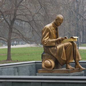 La statua di Indro Montanelli a Milano