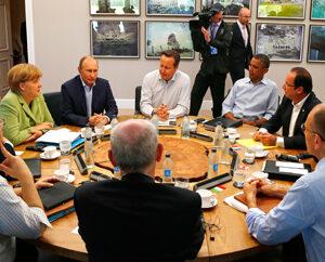 Un' immagine del vertice G-8 organizzato dalla Gran Bretagna in Irlanda del Nord: alla tavola dei grandi, con il Presidente Barack Obama e gli altri leader, ha trovato ancora una volta posto il nuovo premier italiano Enrico Letta