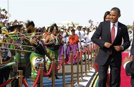 Barack Obama al suo arrivo in Tanzania