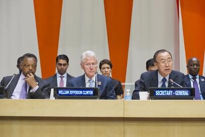 Da sin. Il reverendo Jackson, Bill Clinton e Ban Ki Moon durante il Mandela Day all'ONU. UN Photo/Eskinder Debebe