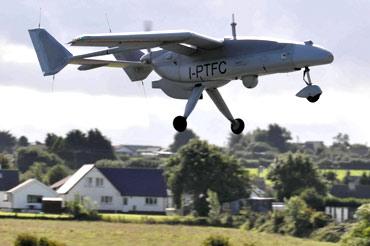 Un areo senza pilota Falco, costruito dalla Selex-Finmeccanica