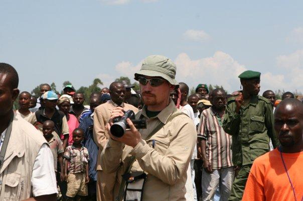 Tommaso durante un reportage in Congo nella zone del Nord Kivu durante la guerra ribelli di Nkunda/governativi