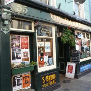 L'ingresso del pub De Barra's, a Clonakilty, contea di Cork