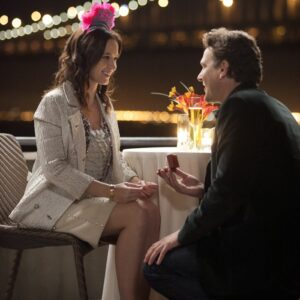 Un'immagine tratta dal film di Nicholas Stoller, The Five-Year Engagement, con i protagonisti Emily Blunt e Jason Segel