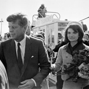 22 Novembre 1963: JFK and Jacqueline arrivano a Dallas
