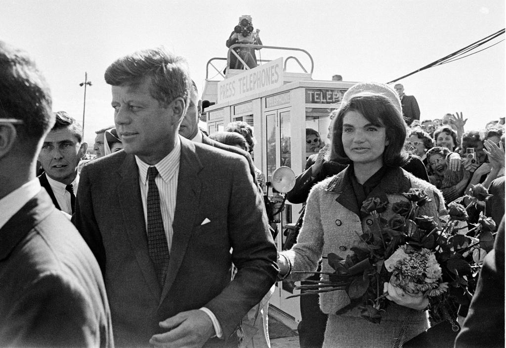 22 Novembre 1963: JFK and Jacqueline arrivano a Dallas