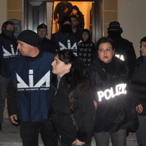 Il recente arresto a Castelvetrano di Patrizia Messina Denaro, sorella di Matteo, il boss di Cosa Nostra ancora latitante