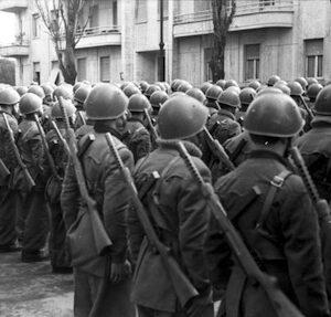Schieramento di soldati italiani nel 1944