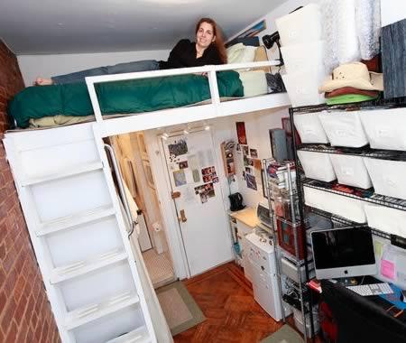 Uno degli appartamenti fotografati a New York dal sito thetinylife.com