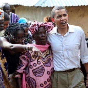 Barack Obama in una immagine di un suo recente viaggio in Africa (Foto Reuter)