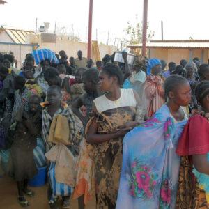 Civili cercano rifugio in un complesso della Missione ONU in Sud Sudan. UN Photo/Rolla Hinedi