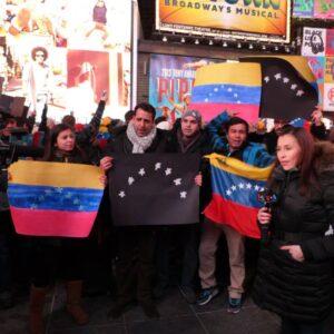 Un'immagine delle proteste anti governo venezuelano a Times Square