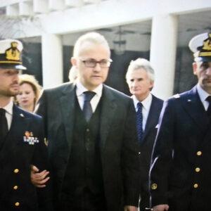 Il ministro della Difesa Mario Mauro con i marò sotto processo in India Massimiliano Latorre e Salvatore Girone