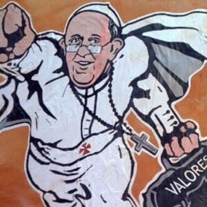 A Roma, un graffito dell'artista Maupal ritrae Papa Francesco come Superman. L'immagine è stata postata dall'account Twitter del Consiglio pontificio