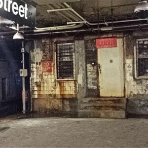 La piattaforma della metropolitana della centralissima stazione di Chambers street