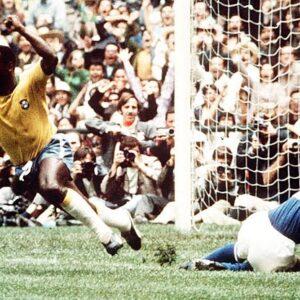Pelè esulta per il gol nella finale Brasile-Italia dei Mondiali messicani del 1970