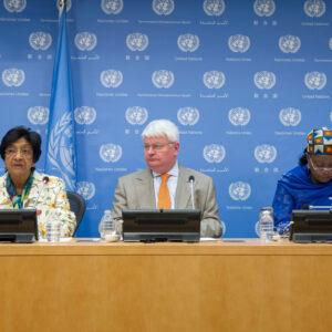 Da sinistra: Navi Pillay, Hervé Ladsous e Zainab Hawa Bangura durante la conferenza stampa sulla violenza sessuale in DRC. UN Photo/Eskinder Debebe