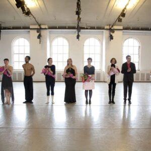 da destra: Katia Moltisanti ( fondatrice e direttrice del Centro Raccontami), Sandro Russo ( pianista), Vanessa Tamburi ( coreografa), Ligeia ( cantante), Donatella Moltisanti (cantante), Alessia Della Casa ( coreografa e ballerina), Jehbreal Jackson ( bal
