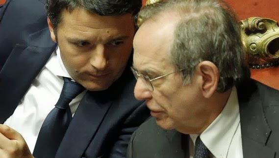 Il premier Matteo Renzi con il ministro dell'economia Pier Carlo Padoan