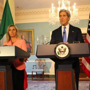 Il ministro degli Esteri Federica Mogherini e il segretario di Stato USA John Kerry